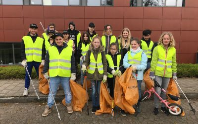 40 Gesamtschüler helfen beim Stadtputztag