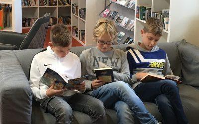 Fünftklässler erkunden Stadtbücherei