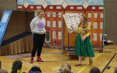 """""""White horse theatre"""" zu Gast an der Gesamtschule"""