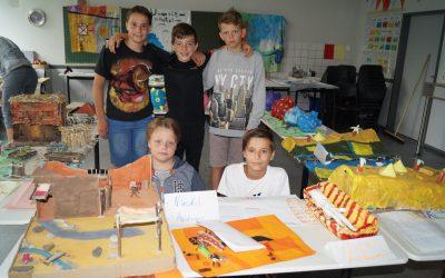 Schüler präsentieren Ergebnisse des Schuljahres