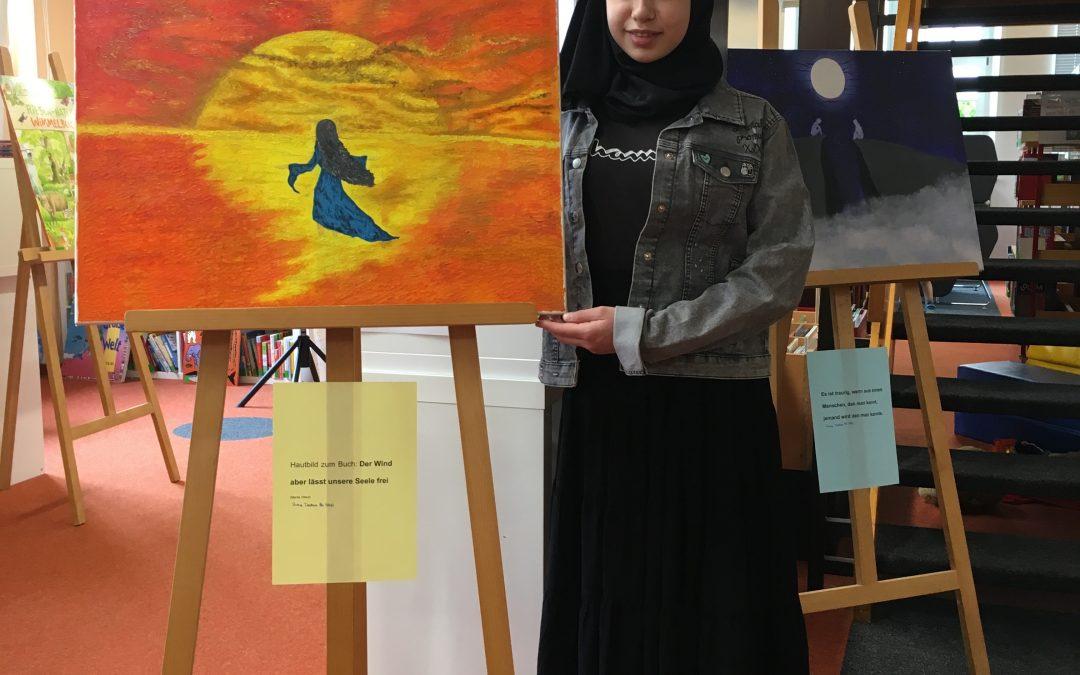 Amina Dazieva stellt Bilder in der Stadtbücherei aus